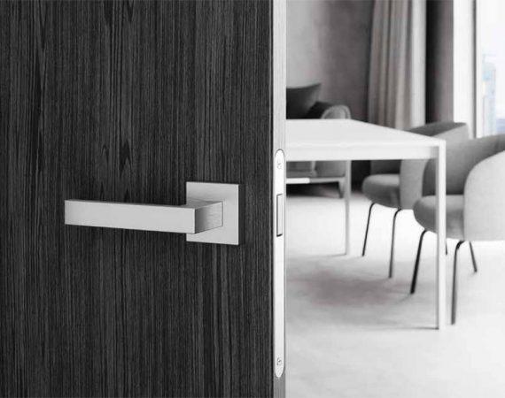 Jak zamontować klamkę do drzwi?