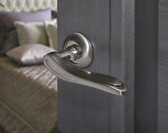 Jak dobrać odpowiednią klamkę do drzwi?