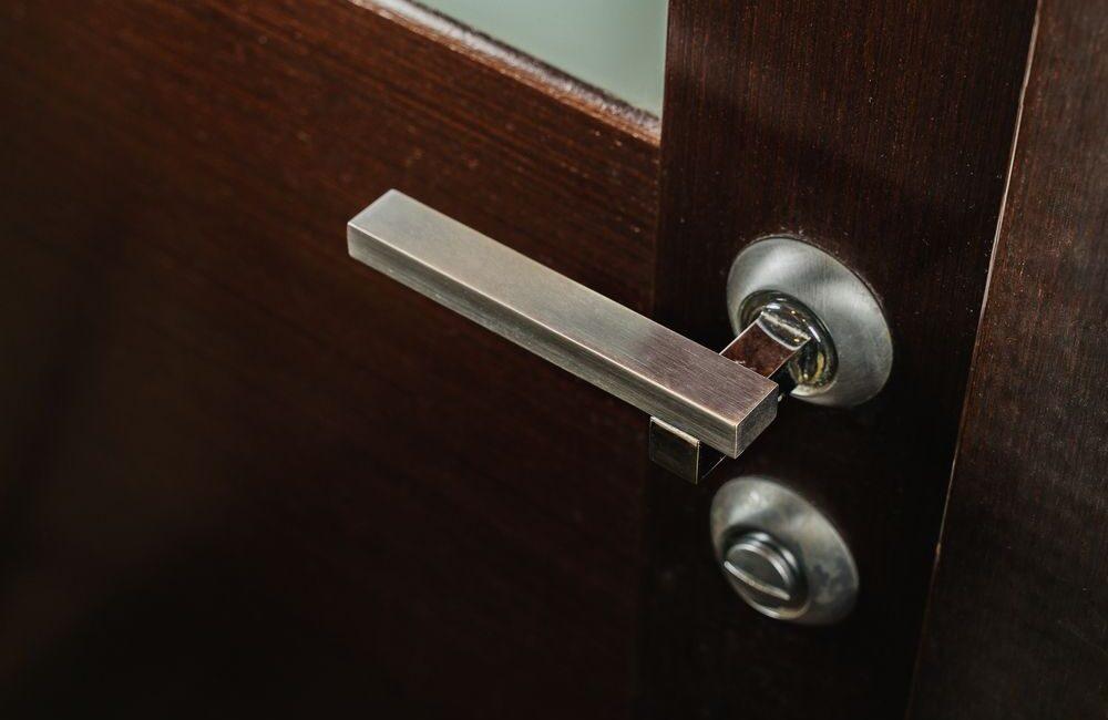 jak mierzyć rozstaw klamki?